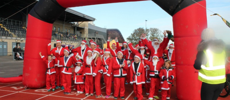 santa runners at the start line at Crawley hospice santa run